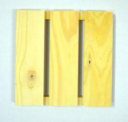 PA-006- Pallet 24cm x 24cm com 3 ripas